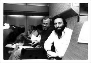 Barry Farrell (à gauche) et Larry Schiller. Une véritable amitié va naître entre les deux journalistes.